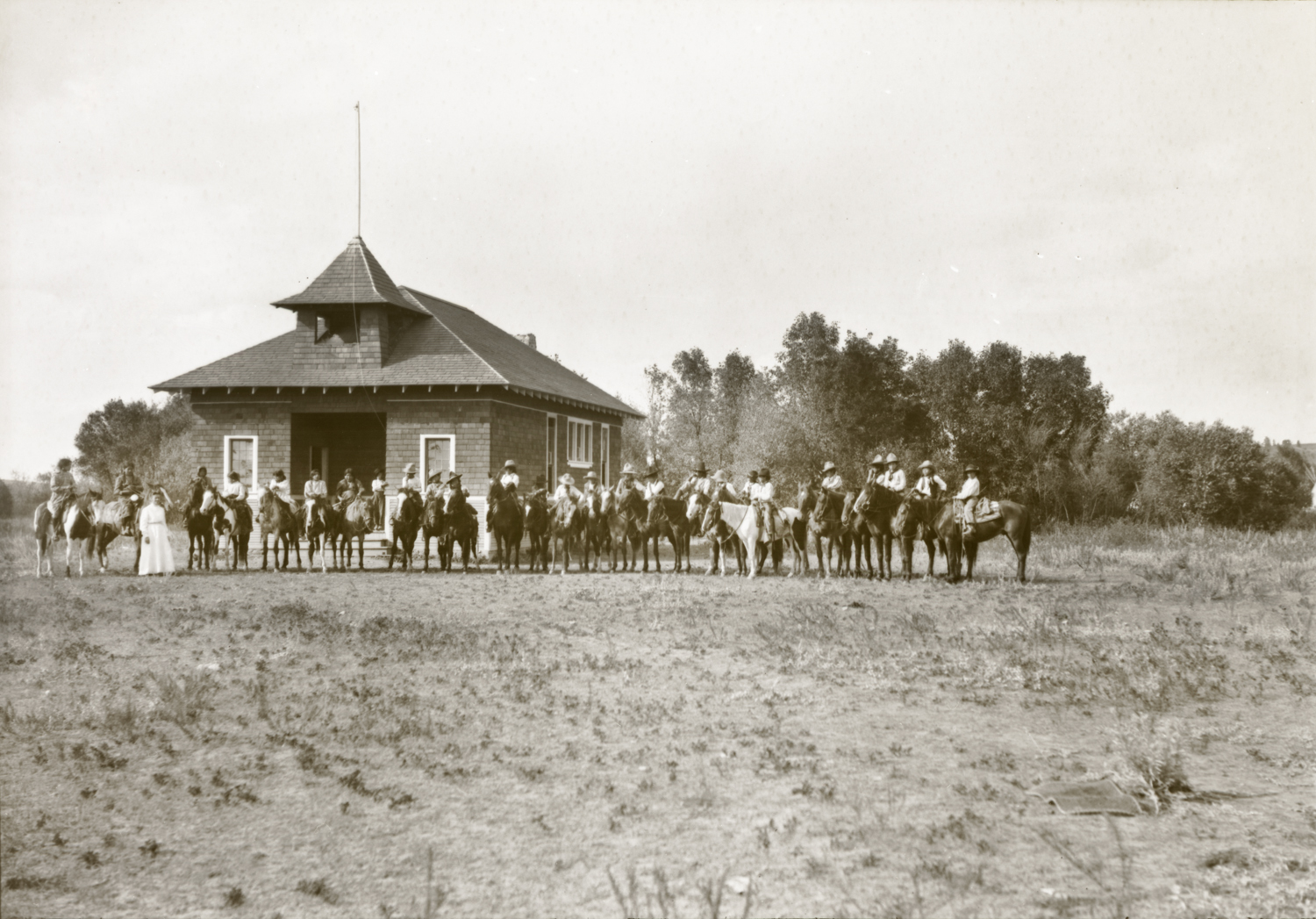 Lodge Grass Mission School Pupils Mounted, Lodge Grass, Crow Reservation, Montana, 1908. Photograph by Joseph Dixon. Courtesy of the Mathers Museum of World Cultures, Wanamaker Collection, Indiana University, Bloomington, I.N., W-0947.
